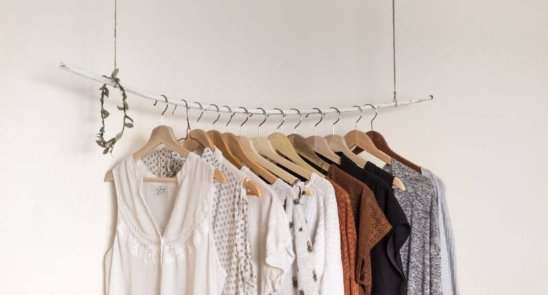 5 Alasan Kamu Harus Membeli Baju Preloved 1