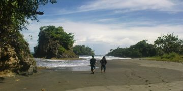 Madasari, Pantai Tersembunyi nan Eksotis di Pangandaran 16