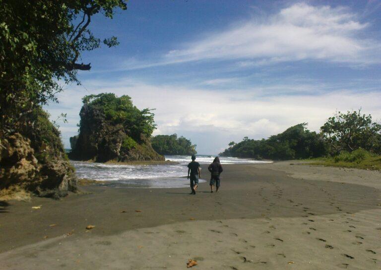 Madasari, Pantai Tersembunyi nan Eksotis di Pangandaran 1