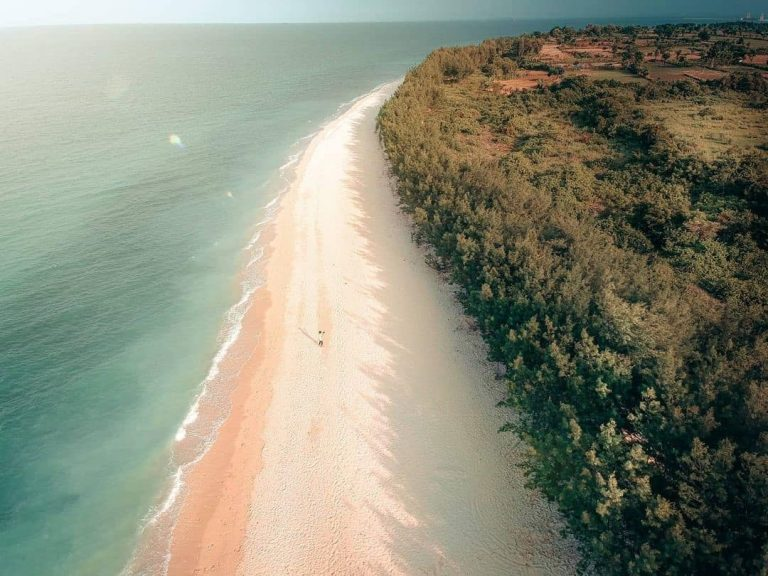 Lima Pantai Yang Wajib Kamu Kunjungi di Tuban, Jawa Timur 1