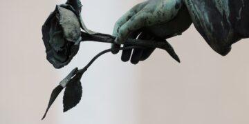 Abu-Abu Kematian & Perpisahan dalam Kehidupan 12