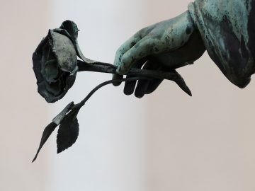 Abu-Abu Kematian & Perpisahan dalam Kehidupan 9