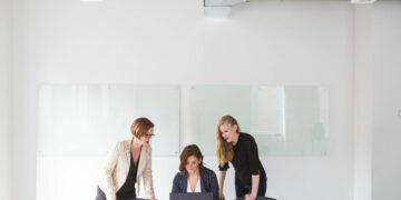 Perempuan Modern Harus Melek Finansial 11