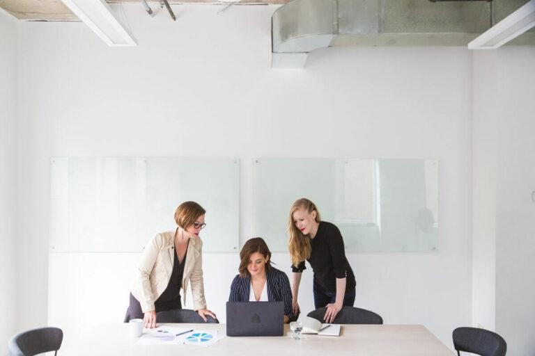 Perempuan Modern Harus Melek Finansial 1