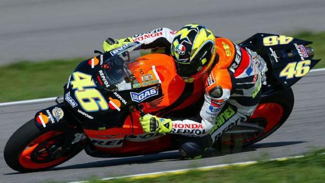 Rossi bersama Honda Repsol Team pada tahun 2003