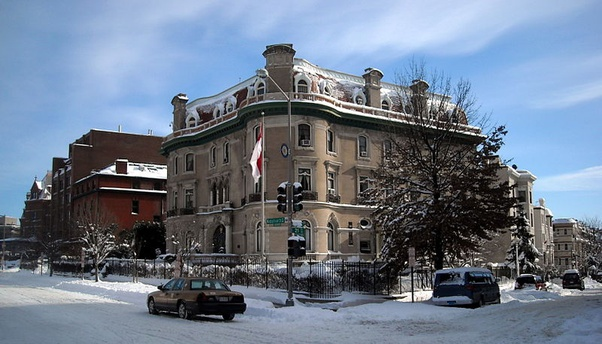 Gedung kantor KBRI Amerika Serikat kala musim salju