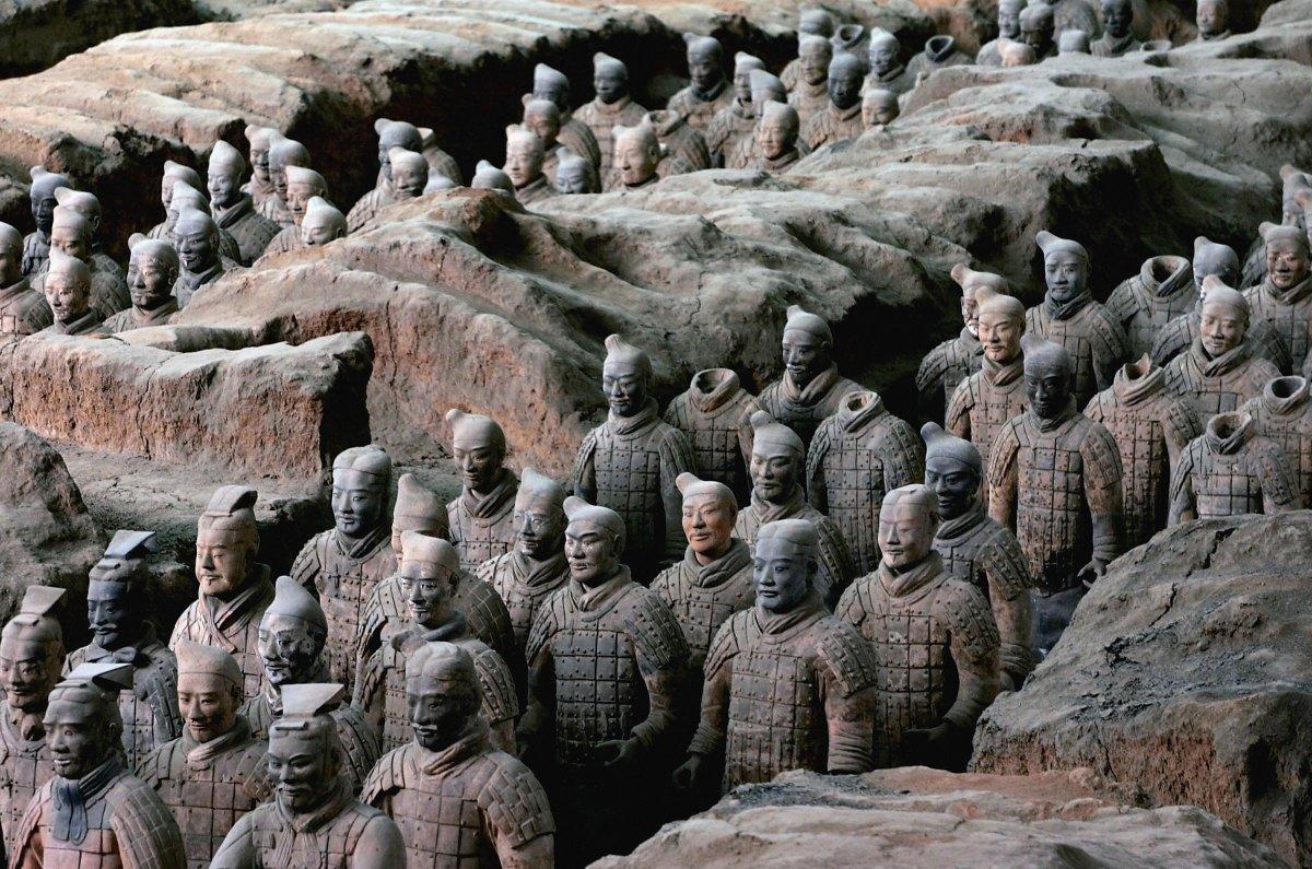 Pasukan Terracotta di Makam Kaisar Qin (Sumber: www.history.com)