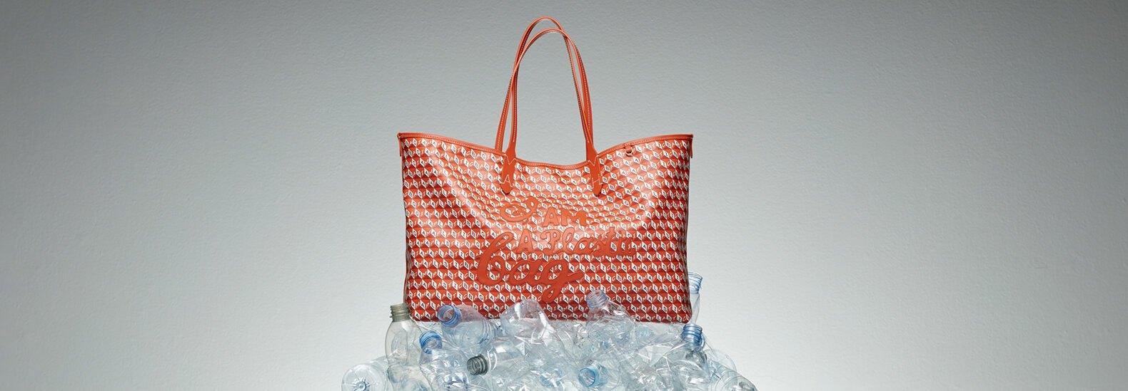 Sebuah tas yang diproduksi berbahan dasar botol plastik yang didaur ulang keluaran Inhabitat. Dimasa depan, daur ulang botol plastik tak hanya dalam bentuk barang, namun juga dalam bentuk rasa vanilla pada makanan dan minuman. (photo: dok. Inhabitat)