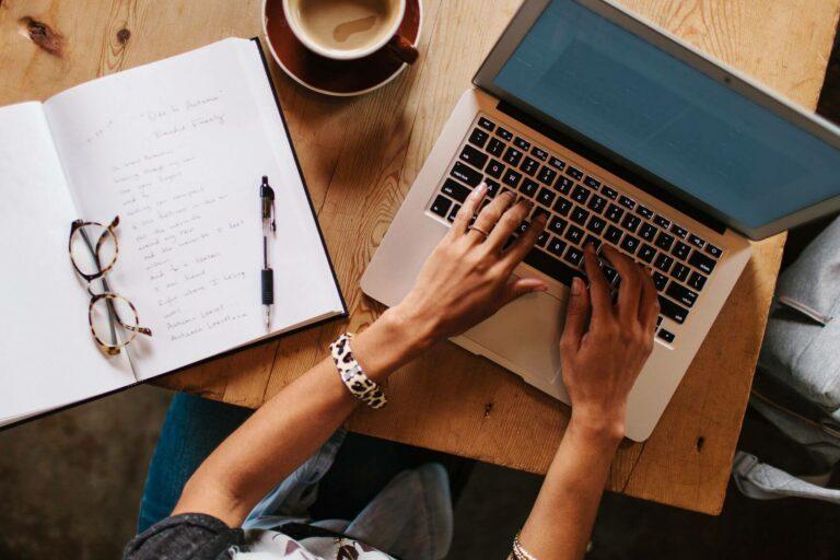 11 Cara Menghasilkan Uang Dari Menulis 1
