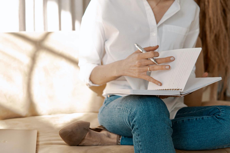 Ubah hobi menulis jadi pemasukan