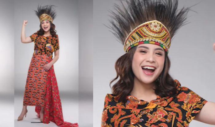 Nagita Slavina mengenakan pakaian adat Papua