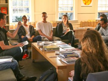 10 Manfaat Mengikuti Organisasi bagi Mahasiswa yang Harus Diketahui 10