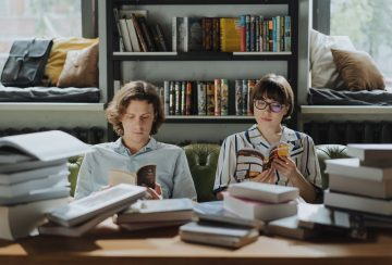 Ekstrovert Harus Paham! 5 Tips Jitu Menghadapi Pasanganmu yang Introvert agar Tetap Langgeng 9