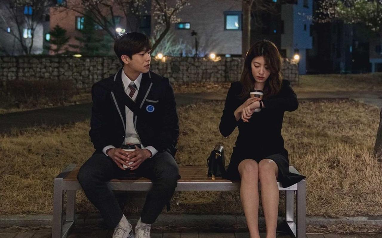 Cha Jong Hyeop berperan sebagai siswa SMA