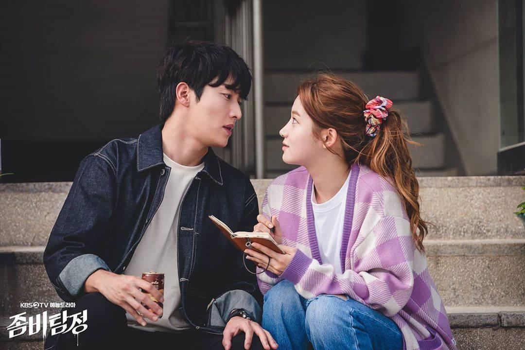 Kwon Hwa Woon berperan sebagai detektif