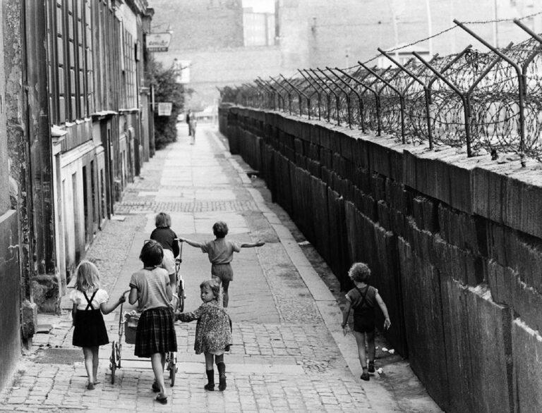 13 Agustus Sejarah Lahirnya Tembok Berlin 1