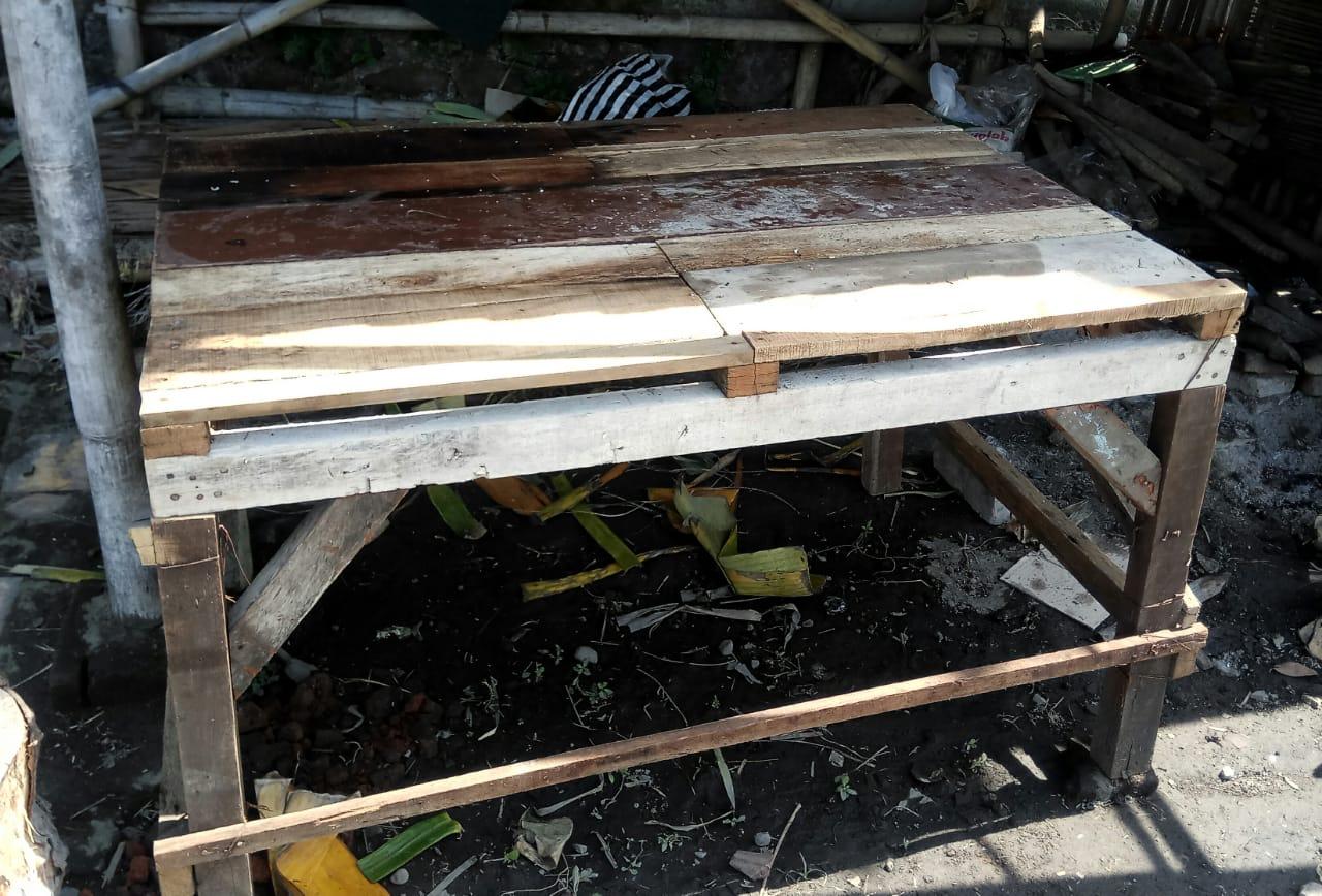 Meja untuk mamak atau ibu (sumber gambar : dok. pribadi)