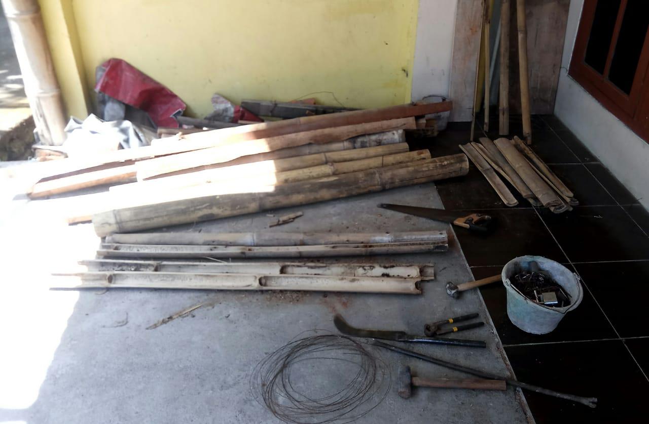 peralatan dan bambu dimanfaatkan dengan baik (sumber gambar : dok. pribadi)