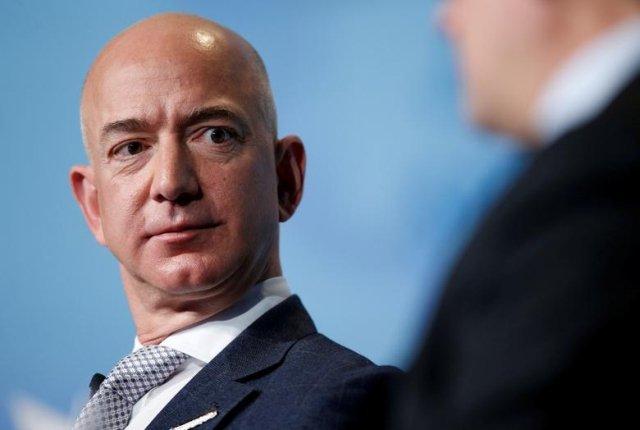 Jeff Bezos merupakan Pendiri Amazon.com