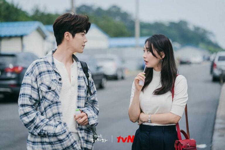 Adu Peran Antara Kim Seon-ho & Shin Min-ah di Drama Hometown Cha Cha Cha 1