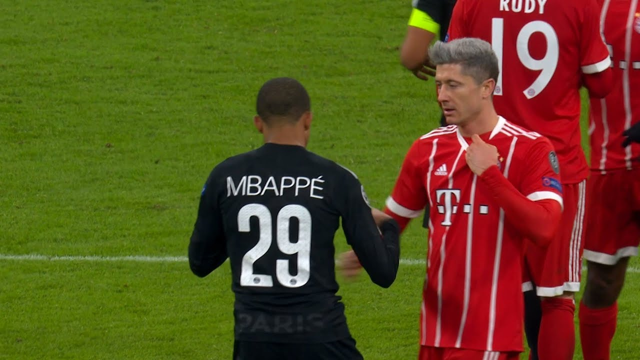 Robert Lewandowski dan Kylian Mbape saat keduanya bertemu antara Bayern Muenchen vs PSG di Liga Champions Eropa
