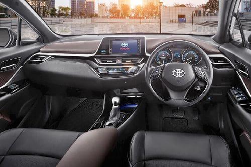 Mengintip Mewahnya Toyota C-HR Hybrid 2021 6