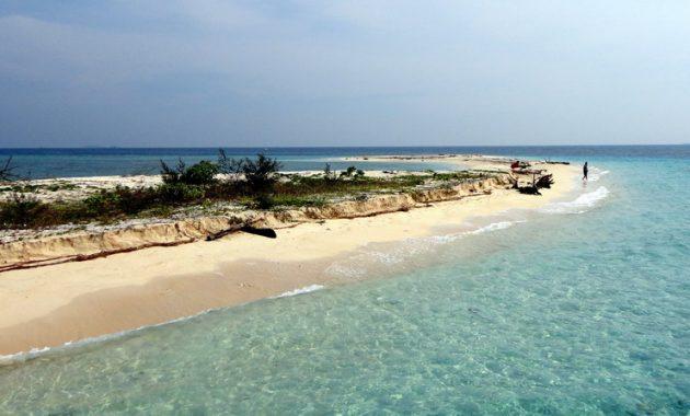 5 Pulau Eksotis di Sulawesi Selatan yang Wajib Kamu Kunjungi! 5