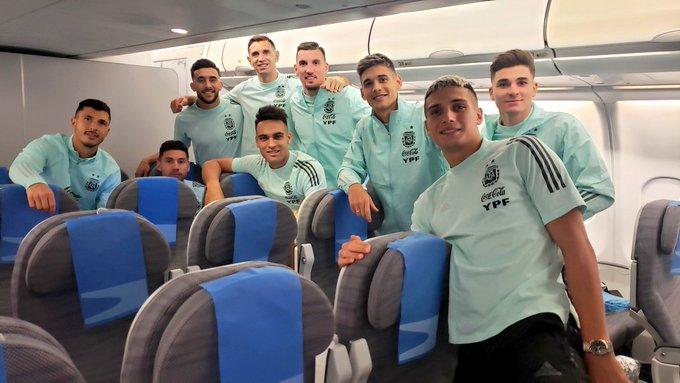 Punggawa tim nasional Argentina saat perjalanan pulang setelah pertandingan resmi dibatalkan