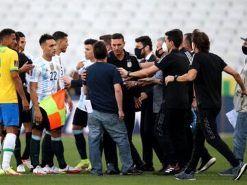 Brasil vs Argentina Berakhir Kisruh, Otoritas Kesehatan Paksa Masuk Lapangan 12