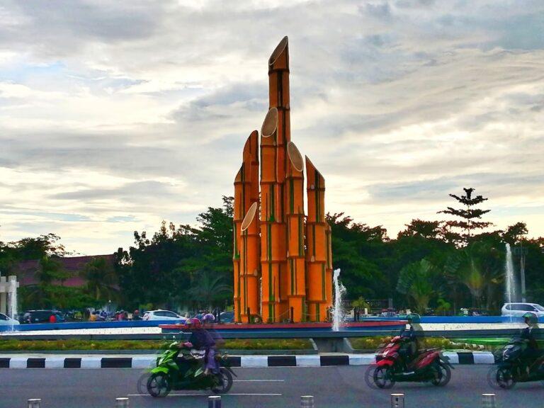 Monumen Tugu Bambu Runcing Pontianak 1