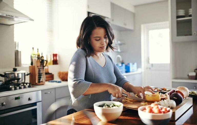 Memasak Makananmu Sendiri di Rumah Ternyata Memiliki Beragam Manfaat, Lho! 1