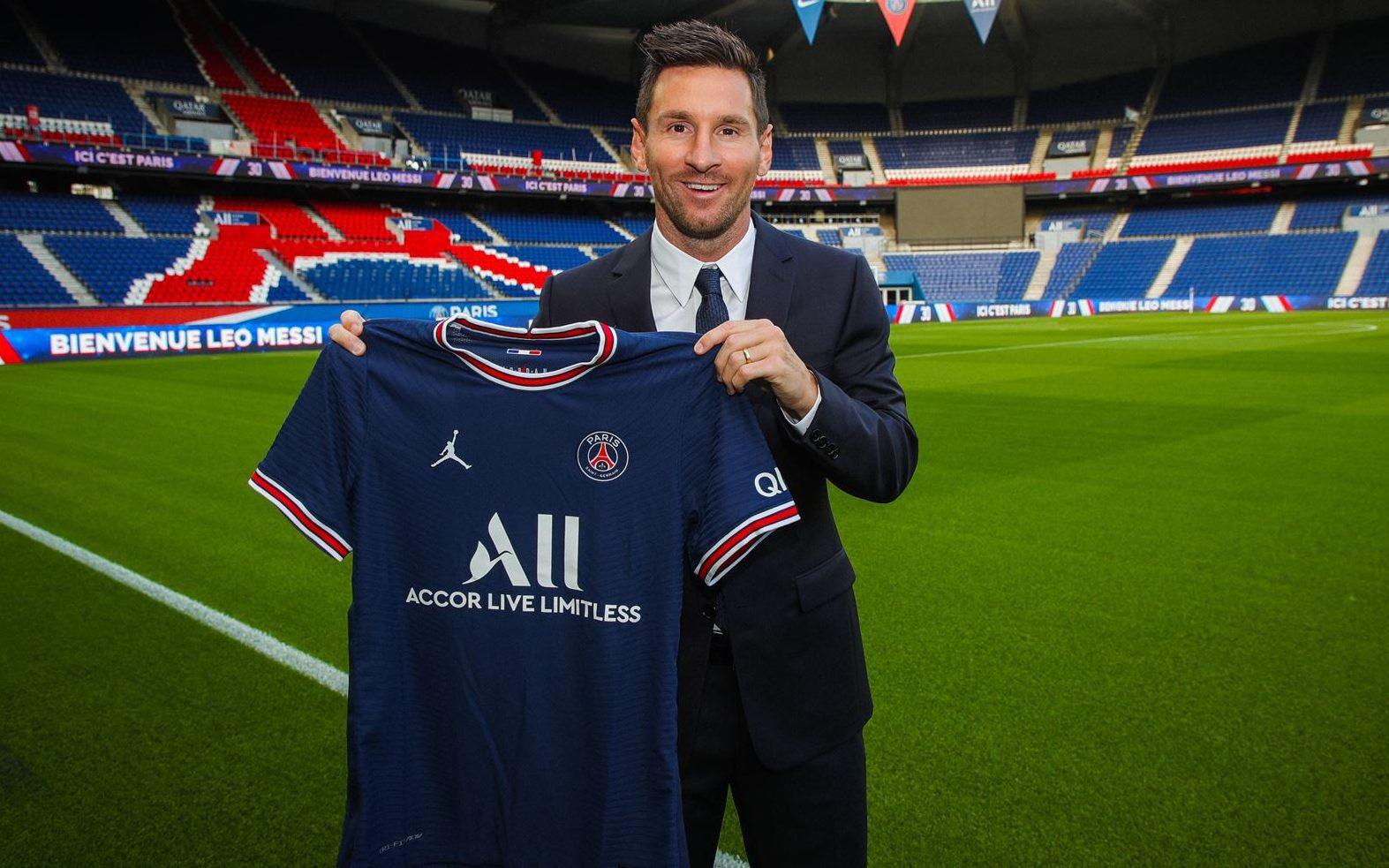 Paris Saint-Germain berhasil mendatangkan Lionel Messi dengan status bebas transfer setelah Barcelona gagal memperpanjang korntraknya