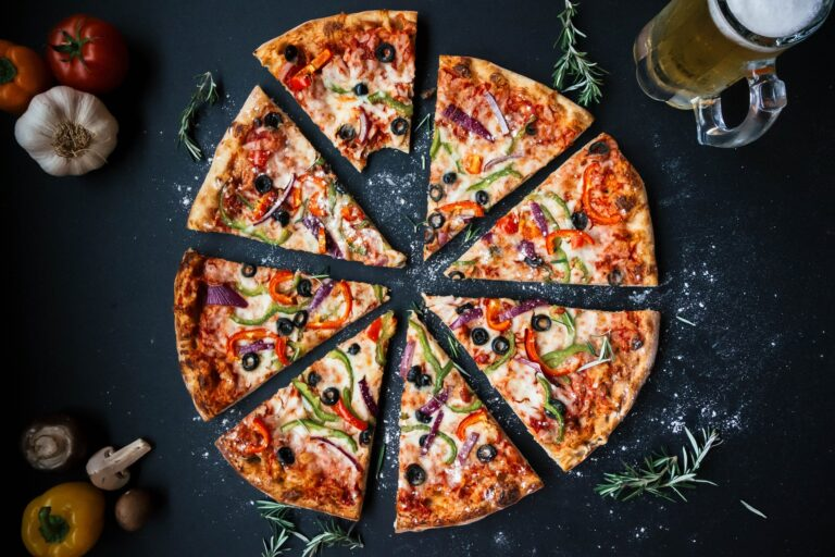 Menyantap Pizza Buatan Sendiri, Cobain Yuk 1