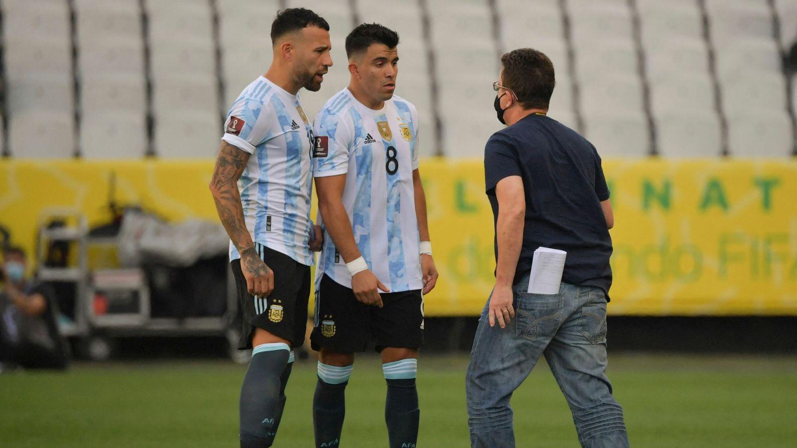 Beberapa pemain Argentina treprovokasi oleh petugas yang masuk saat pertandingan berlangsung