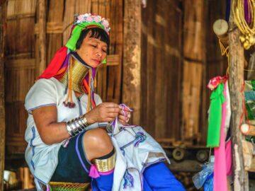Suku Karen: CANTIKnya Perempuan dinilai dari Panjang Lehernya 8
