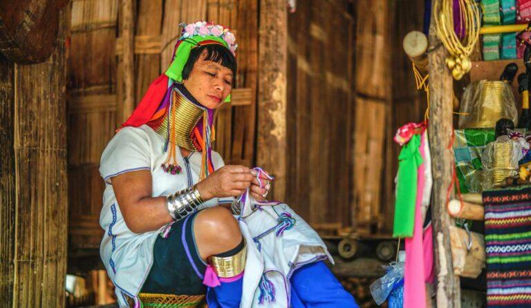 Suku Karen: CANTIKnya Perempuan dinilai dari Panjang Lehernya 1