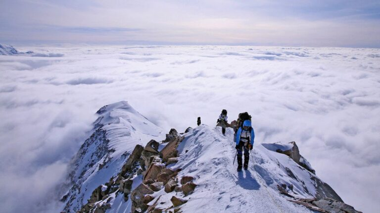 Mendaki Gunung dan Bahaya yang Mengintainya 1